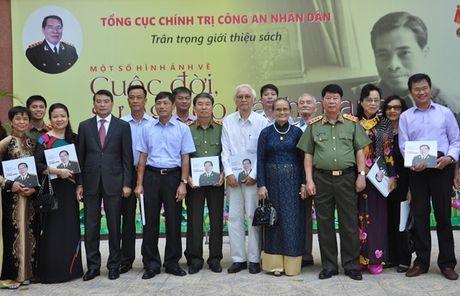 Tai hien bang hinh anh cuoc doi, su nghiep Thuong tuong Le Minh Huong - Anh 5