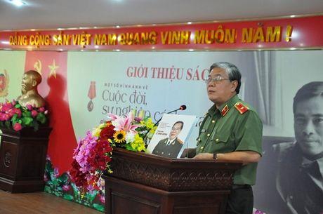 Tai hien bang hinh anh cuoc doi, su nghiep Thuong tuong Le Minh Huong - Anh 6