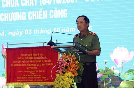 Canh sat PCCC tinh Thanh Hoa don nhan Huan chuong chien cong hang Nhi - Anh 1