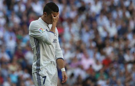 Ronaldo khoi dau te nhat o Liga, Real mat ngoi dau - Anh 1
