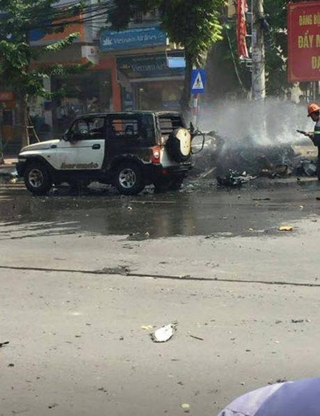 Hien truong taxi phat no kinh hoang khien 2 nguoi tu vong o Quang Ninh - Anh 7
