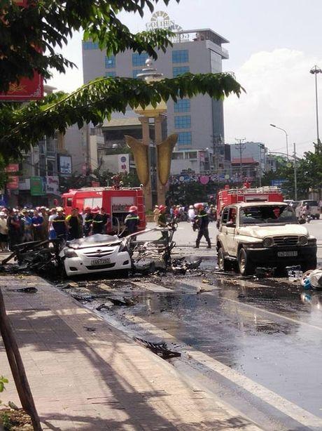 Hien truong taxi phat no kinh hoang khien 2 nguoi tu vong o Quang Ninh - Anh 9