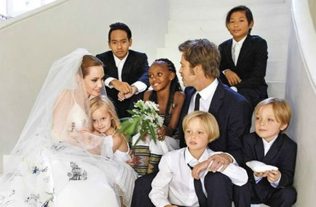 Cac con cua Angelina Jolie va Brad Pitt van xin me quay ve voi bo - Anh 1