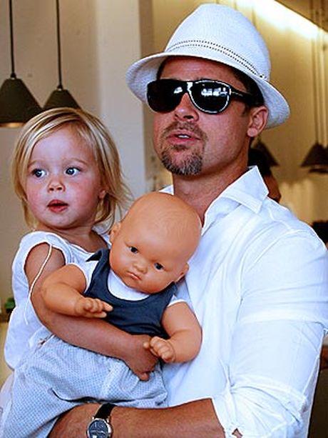 Cac con cua Angelina Jolie va Brad Pitt van xin me quay ve voi bo - Anh 2