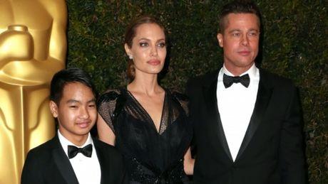 Cac con cua Angelina Jolie va Brad Pitt van xin me quay ve voi bo - Anh 3