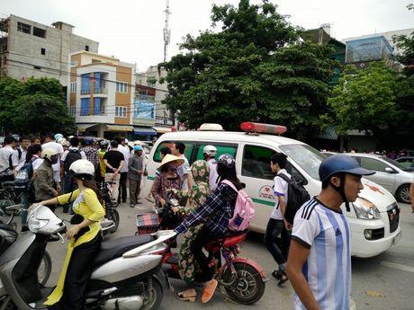 Thanh Hoa: Xe Bus can tu vong mot phu nu - Anh 1
