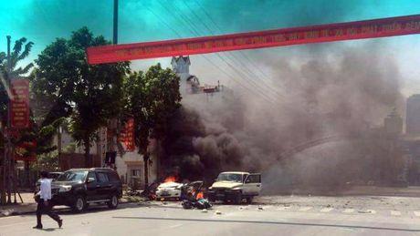 Video hien truong vu no xe taxi tai Cam Pha - Quang Ninh - Anh 1