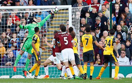 Arsenal thang nho pha ghi ban gay tranh cai o phut 93 - Anh 2