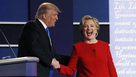 Ty phu Trump gay soc khi tuyen bo 'ba Clinton dang phai vao tu' - Anh 1