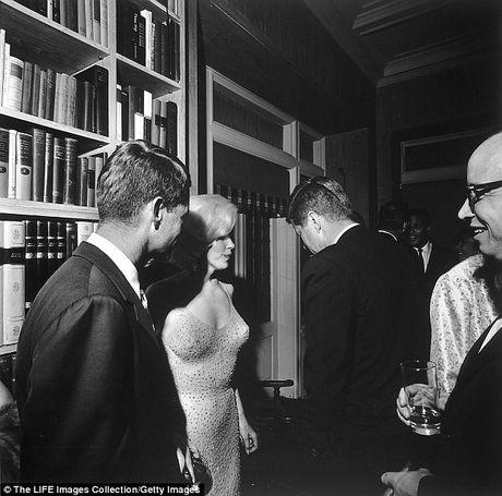 Nhung chung cu ve moi tinh 'bi an' giua 'qua bom sex' Marilyn Monroe va anh em nha Kennedy - Anh 3