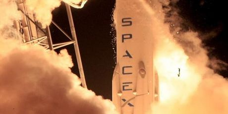 Space X nghi ngo doi thu canh tranh trong vu no ten lua Falcon 9 - Anh 1