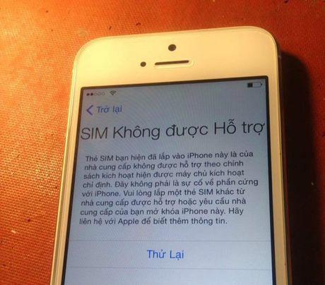 "Mua hang troi noi, iPhone ban quoc te bong choc bien thanh ban ""lock"" - Anh 2"