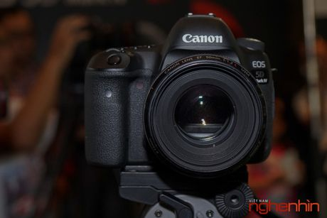 Canon EOS 5D Mark IV len ke Viet gia tu 75 trieu - Anh 2