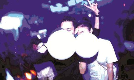 "Hit bong cuoi ""me hon huong"": Sau cuoi la khoc - Anh 1"