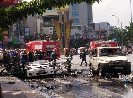 Vu no xe taxi o Cam Pha: Phat hien thu tuyet menh trong tui nan nhan - Anh 1