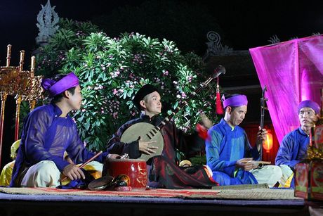 Nghe sy Hong Van: ' Bau show xep hang moi Xuan Hinh dien' - Anh 1