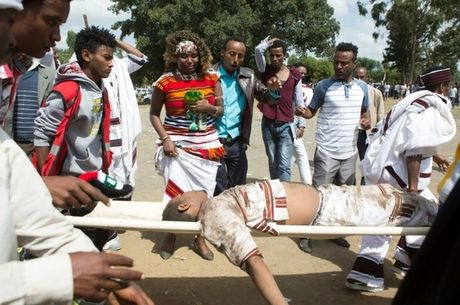 It nhat 50 nguoi chet do bi giam dap tai le hoi ton giao o Ethiopia - Anh 4