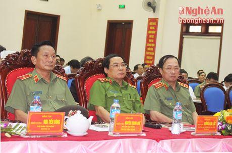 Canh sat PC&CC Nghe An don nhan Huan chuong chien cong hang Ba - Anh 1