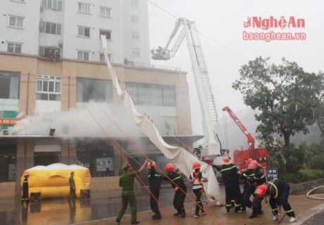 Canh sat PC&CC Nghe An don nhan Huan chuong chien cong hang Ba - Anh 3