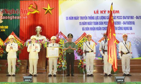 Canh sat PC&CC Nghe An don nhan Huan chuong chien cong hang Ba - Anh 6