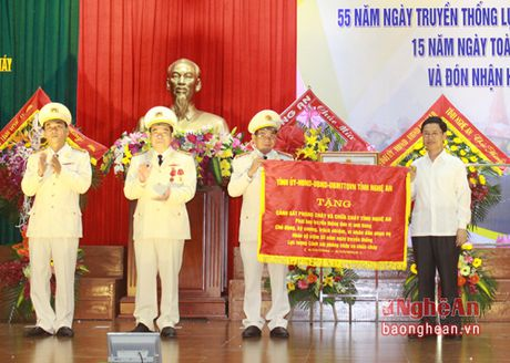 Canh sat PC&CC Nghe An don nhan Huan chuong chien cong hang Ba - Anh 7
