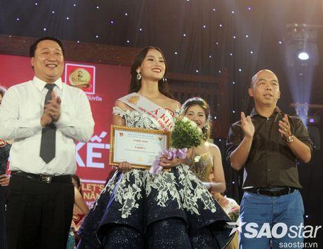 Hoa khoi Sinh vien Ha Noi 2016 lien tuc roi vuong mien khi dang quang - Anh 7