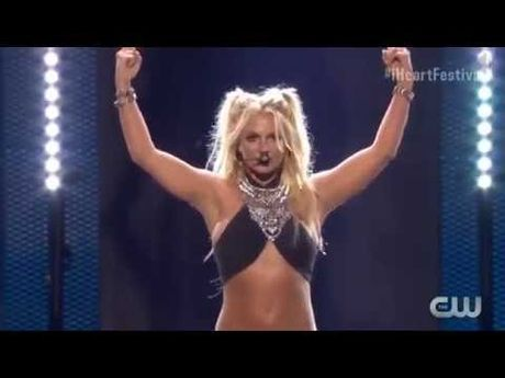 Britney Spears - Ngoi sao duy nhat co 'dac quyen' hat nhep? - Anh 3