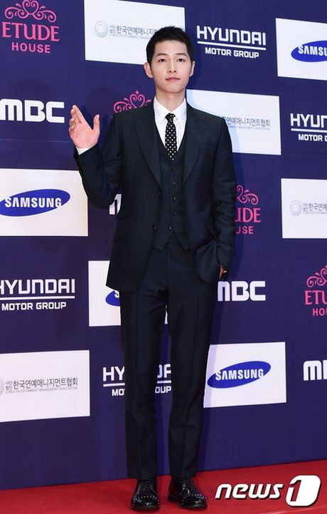 Song Joong Ki van noi ban bat giua 'rung' my nhan goi cam tai tham do APAN 2016 - Anh 1