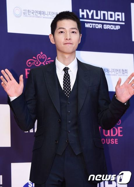 Song Joong Ki van noi ban bat giua 'rung' my nhan goi cam tai tham do APAN 2016 - Anh 2