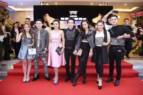 Thu Minh om hon tham thiet Dam Vinh Hung trong dem thu 2 cua 'Diamond Show' - Anh 12