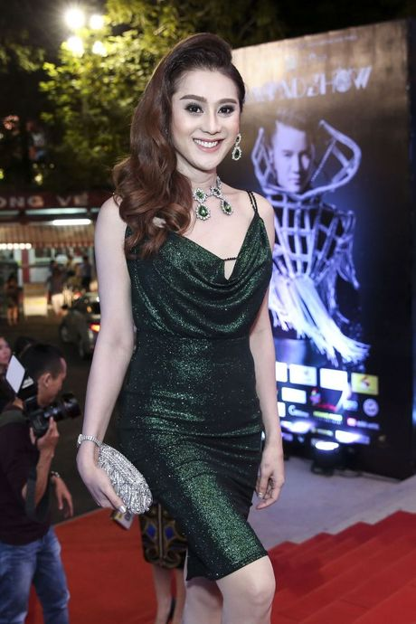 Thu Minh om hon tham thiet Dam Vinh Hung trong dem thu 2 cua 'Diamond Show' - Anh 13