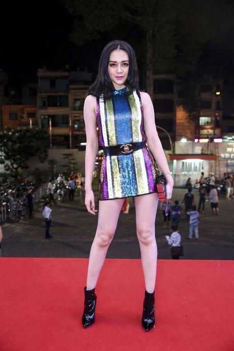 Thu Minh om hon tham thiet Dam Vinh Hung trong dem thu 2 cua 'Diamond Show' - Anh 15