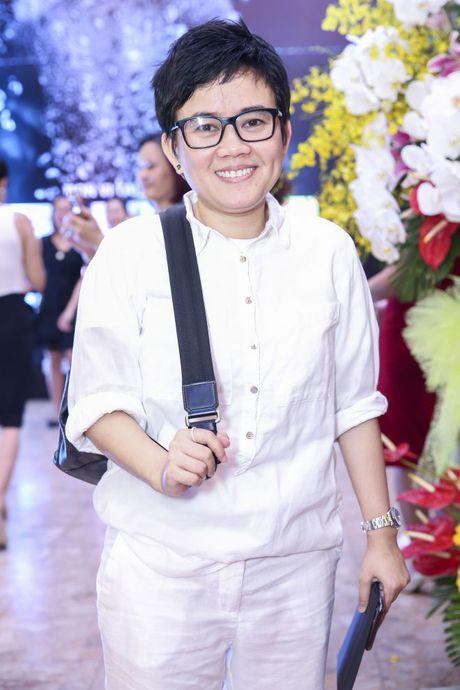 Thu Minh om hon tham thiet Dam Vinh Hung trong dem thu 2 cua 'Diamond Show' - Anh 16