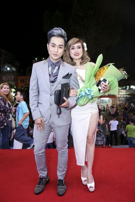 Thu Minh om hon tham thiet Dam Vinh Hung trong dem thu 2 cua 'Diamond Show' - Anh 17