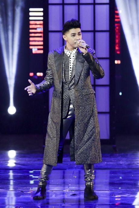 Thu Minh om hon tham thiet Dam Vinh Hung trong dem thu 2 cua 'Diamond Show' - Anh 2