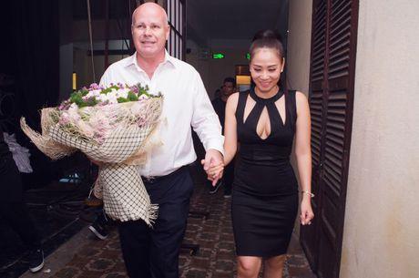 Thu Minh om hon tham thiet Dam Vinh Hung trong dem thu 2 cua 'Diamond Show' - Anh 5