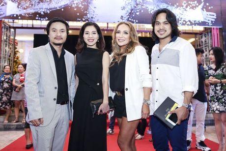 Thu Minh om hon tham thiet Dam Vinh Hung trong dem thu 2 cua 'Diamond Show' - Anh 8