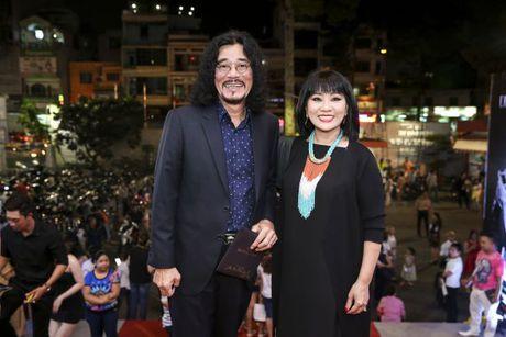 Thu Minh om hon tham thiet Dam Vinh Hung trong dem thu 2 cua 'Diamond Show' - Anh 9