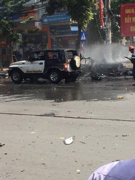 Quang Ninh: Xe taxi dang do bong phat no, 2 nguoi chet - Anh 5