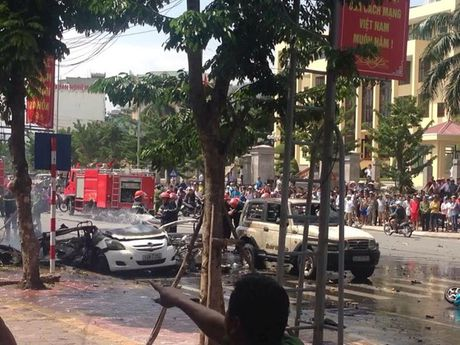 Quang Ninh: Xe taxi dang do bong phat no, 2 nguoi chet - Anh 6