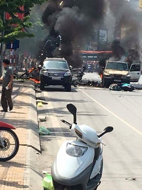 Vu taxi phat no tai Cam Pha: Khach om min tu sat, tai xe chet oan - Anh 1