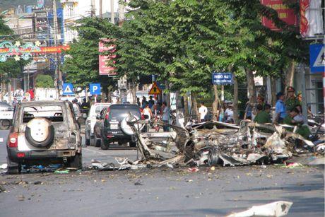 Vu taxi phat no tai Cam Pha: Khach om min tu sat, tai xe chet oan - Anh 2