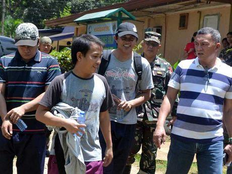 Abu Sayyaf tra tu do cho 3 con tin Indonesia - Anh 1
