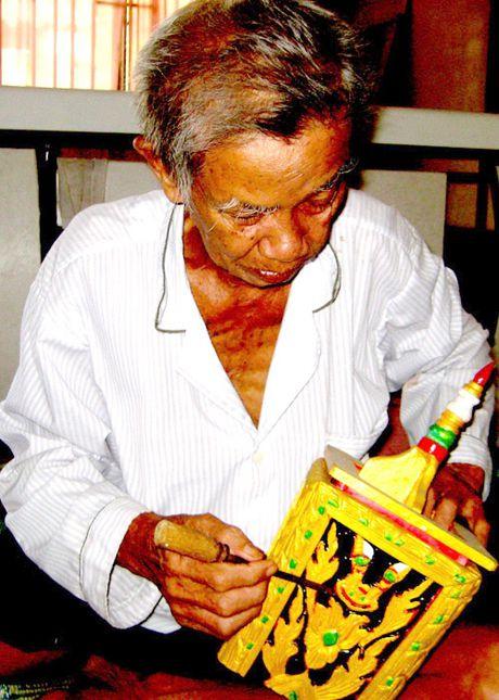 Nguoi luu truyen van hoa Khmer qua tung tho go - Anh 1