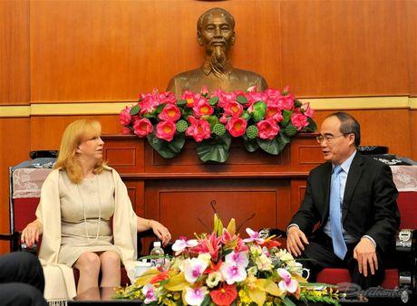 Chu tich Nguyen Thien Nhan tiep Pho Chu tich Ha vien Anh - Anh 1