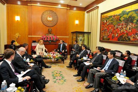 Chu tich Nguyen Thien Nhan tiep Pho Chu tich Ha vien Anh - Anh 2