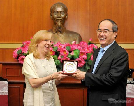 Chu tich Nguyen Thien Nhan tiep Pho Chu tich Ha vien Anh - Anh 5