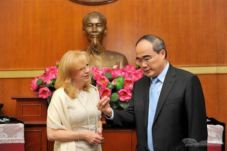 Chu tich Nguyen Thien Nhan tiep Pho Chu tich Ha vien Anh - Anh 6