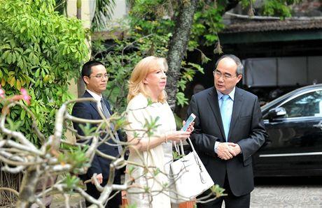 Chu tich Nguyen Thien Nhan tiep Pho Chu tich Ha vien Anh - Anh 7