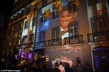 Ronaldo khai truong khach san tri gia 54 trieu bang - Anh 5